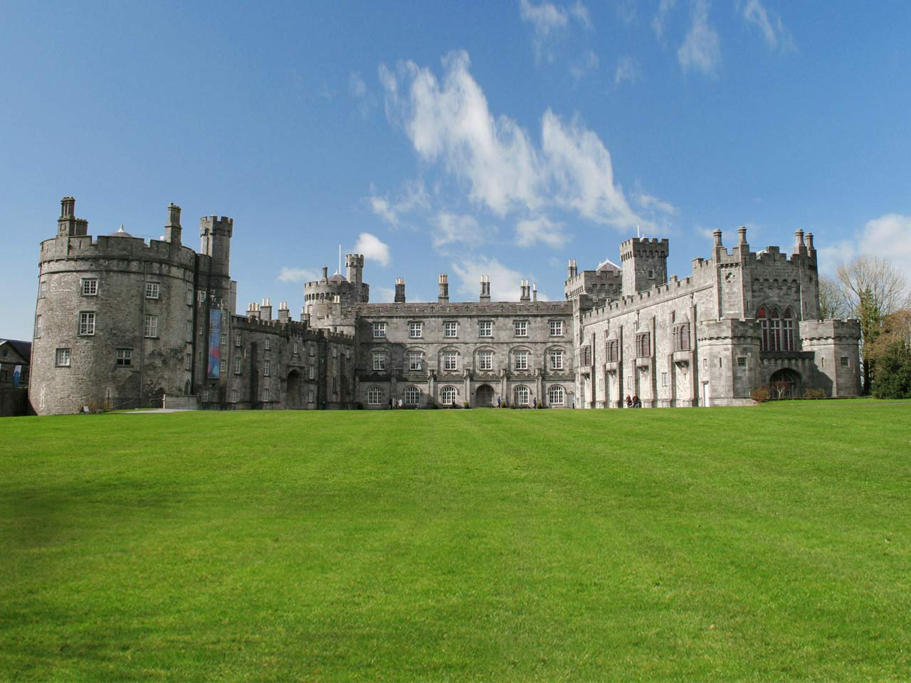 Just 3 Minutes Walk To Kilkenny Castle